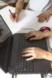 Бизнесмены на рабочем месте Стоковое Изображение