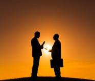 2 бизнесмены на холме Стоковые Изображения