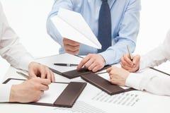 Бизнесмены обсуждая новый проект Стоковое Изображение RF