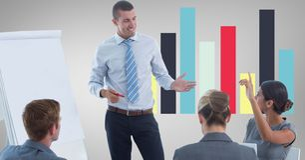 Бизнесмены обсуждая против диаграммы Стоковые Изображения
