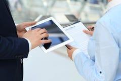 бизнесмены обсуждая 2 Стоковая Фотография RF