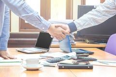 бизнесмены обсуждая 2 Стоковое фото RF