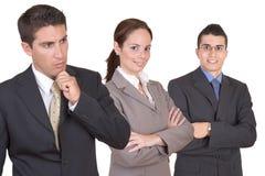 бизнесмены объениняются в команду детеныши стоковые изображения