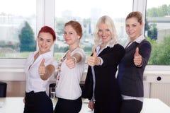 Бизнесмены показывая большие пальцы руки вверх Стоковые Изображения RF