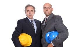 бизнесмены представляя 2 детенышей Стоковая Фотография RF