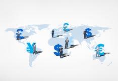 Бизнесмены представляя глобальную валюту Стоковое Изображение