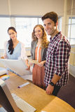 бизнесмены представляя совместно Стоковое Изображение RF
