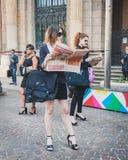 Бизнесмены принимают участие немедленно толпа в милане, Италии Стоковая Фотография RF