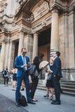 Бизнесмены принимают участие немедленно толпа в милане, Италии Стоковые Фотографии RF