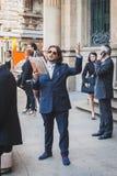 Бизнесмены принимают участие немедленно толпа в милане, Италии Стоковое фото RF