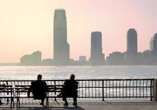 Бизнесмены принимая пролом в парке города Стоковые Изображения