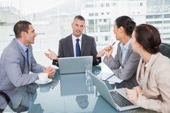 Бизнесмены работая вместе с их компьтер-книжкой Стоковое фото RF