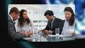 Бизнесмены работая во время встреч с учтивостью изображения земли NASA org сток-видео