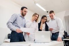 Бизнесмены работая в конференц-зале Стоковая Фотография RF