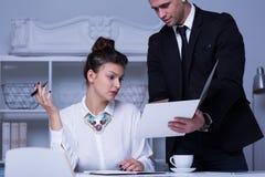 Бизнесмены работая в корпорации Стоковая Фотография RF