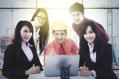 Бизнесмены работая на строительной площадке Стоковая Фотография RF