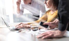 Бизнесмены работая совместно, влияние световых лучей Стоковое Фото
