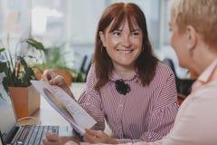 Бизнесмены работая совместно на офисе стоковое фото rf