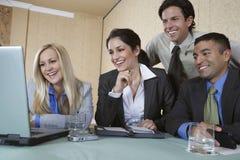 Бизнесмены работая совместно Стоковые Фотографии RF