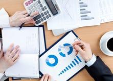 Бизнесмены работая с документами Стоковое Изображение RF