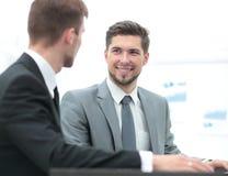 бизнесмены работы 2 бизнесмены в discu formalwear Стоковые Фото