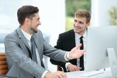 бизнесмены работы 2 бизнесмены в discu formalwear Стоковое Изображение