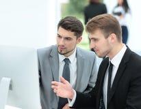 бизнесмены работы 2 бизнесмены в discu formalwear Стоковые Фотографии RF