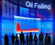 Бизнесмены смотря на нефтяной кризис Стоковое Фото