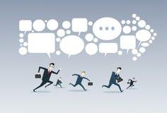 Бизнесмены собирают руководитель группы бега на концепции конкуренции стрелки иллюстрация вектора