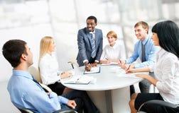 бизнесмены совместно работая Стоковое Изображение