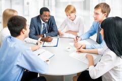 бизнесмены совместно работая Стоковое Изображение RF