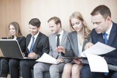 бизнесмены совместно работая Стоковое фото RF