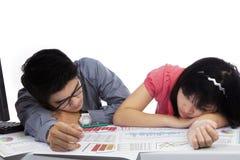 2 бизнесмены спать на студии Стоковое фото RF