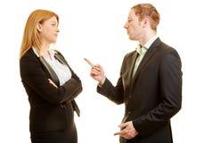 2 бизнесмены спорить Стоковая Фотография RF