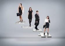 Бизнесмены стойки на лестницах головоломки Стоковая Фотография