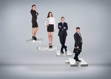 Бизнесмены стойки на лестницах головоломки Стоковое фото RF