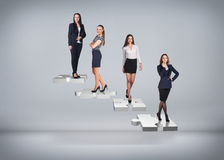 Бизнесмены стойки на лестницах головоломки Стоковые Фото