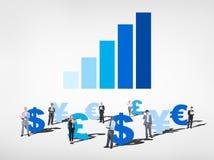Бизнесмены с глобальными символами валюты Стоковые Изображения RF