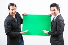 Бизнесмены с знаменем Стоковая Фотография RF