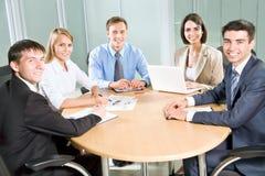 Бизнесмены с компьютером стоковое изображение rf