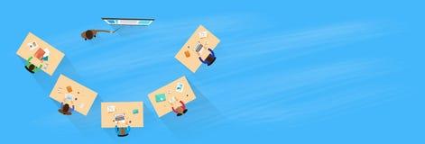 Бизнесмены тренируя верхнюю часть над усаживанием взгляда бесплатная иллюстрация