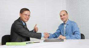 Бизнесмены трястия руки Стоковые Фотографии RF