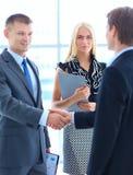 Бизнесмены тряся руки после встречать Стоковая Фотография RF