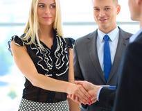 Бизнесмены тряся руки после встречать Стоковое фото RF
