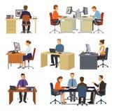 Бизнесмены vector профессиональные работники сидя на таблице с компьтер-книжкой или компьютером в комплекте иллюстрации офиса  иллюстрация вектора