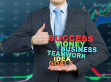 Бизнесмен давая большой пец руки вверх стоковая фотография