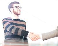 Бизнесмен давая рукопожатие и усмехаться Стоковые Изображения RF