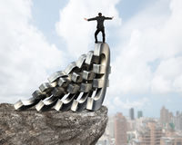 Бизнесмен балансируя на домино денег евро Стоковая Фотография RF
