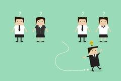 Бизнесмен бежать далеко от его команды с идеей бесплатная иллюстрация