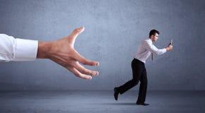 Бизнесмен бежать от руки Стоковые Изображения RF